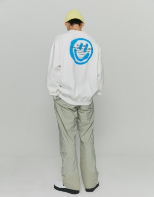 韓国ブランド「ISTKUNST」のLOGO&SMILEY SWEATSHIRTS[WHITE]